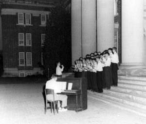 Interfraternity Sing circa 1950 on the steps of Chambers.