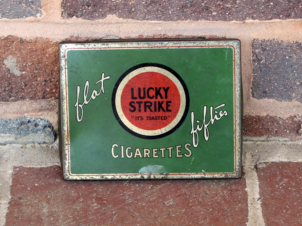 "Lucky Strike ""flat fifties"" tin."