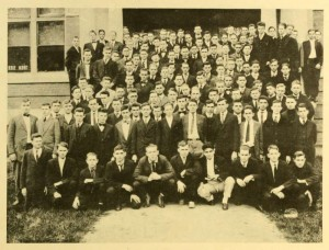 Class of 1919 as first year students gathered in front of the library.
