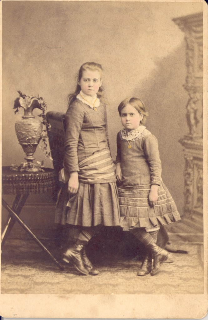 Jennie Vardell Rumple Martin as a child, with her sister Katherine Vardell Williamson.