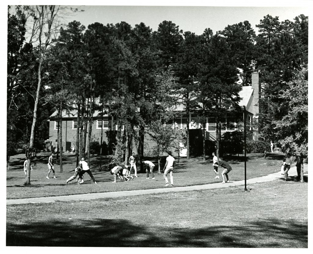 A group of students play flickerball behind the Sigma Alpha Episilon house on Patterson Court, 1964.