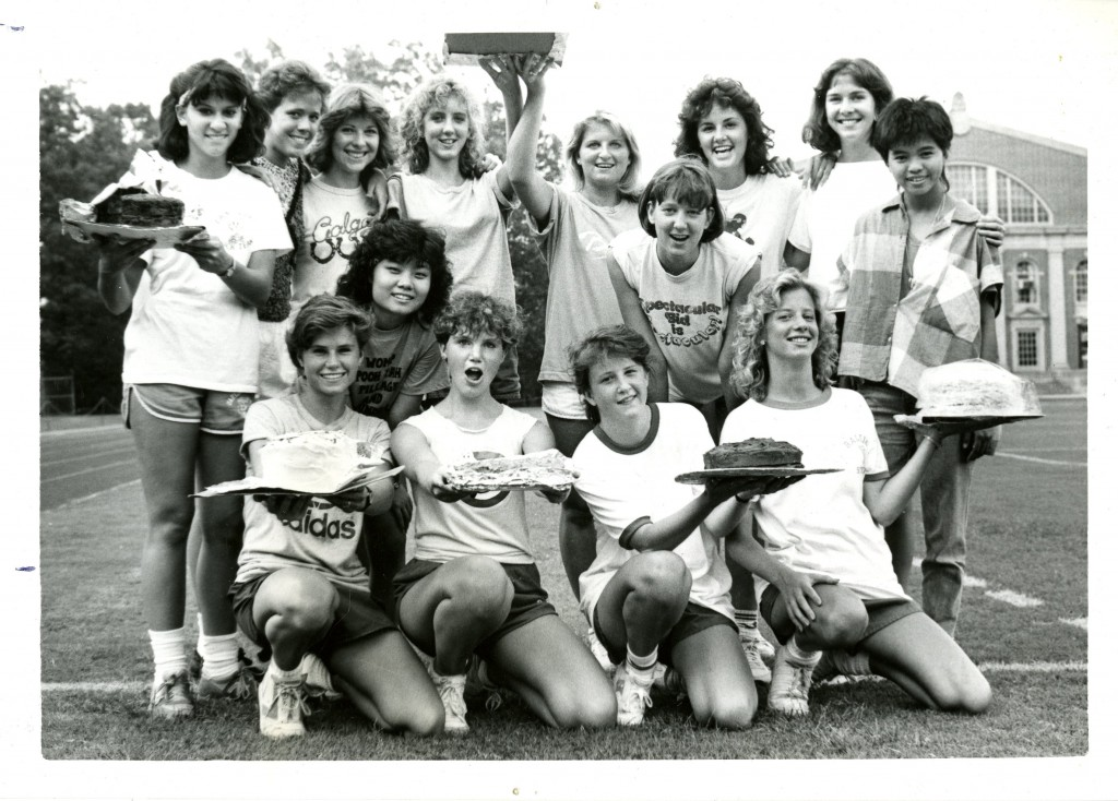 A group of freshmen women in the class of 1989 pose with their hard-earned cakes, August 1985.