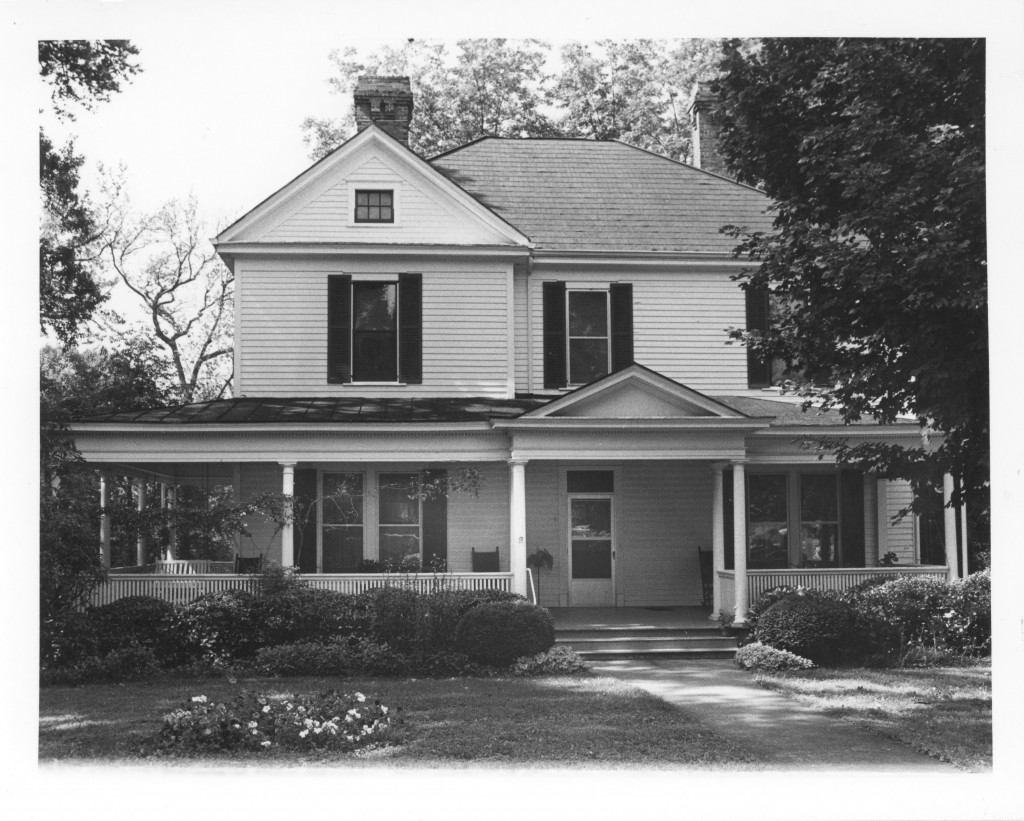 The Black family home, on Concord Road (circa 1987).