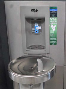 Fountain with water bottle filling option