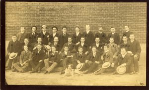 "Freshmen class in 1889 with ""class dog"""